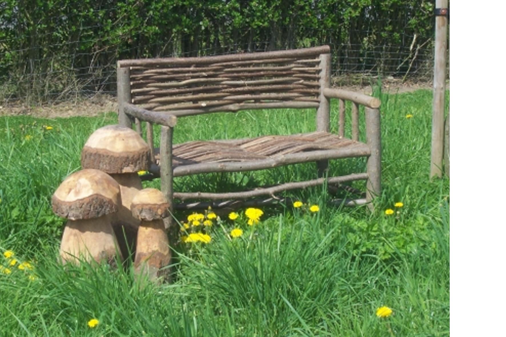 Banc en noisetier achat en ligne ou dans notre magasin - Comment fabriquer un banc de jardin ...